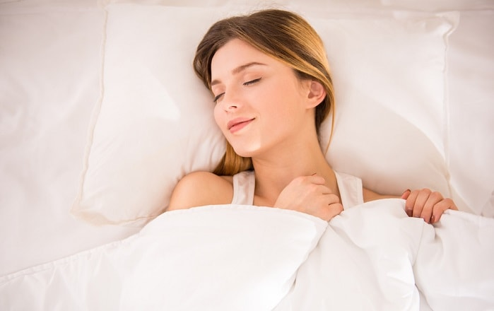 Girl sleeping peacefully thanks to a low-frequency magnetotherapy mattresses